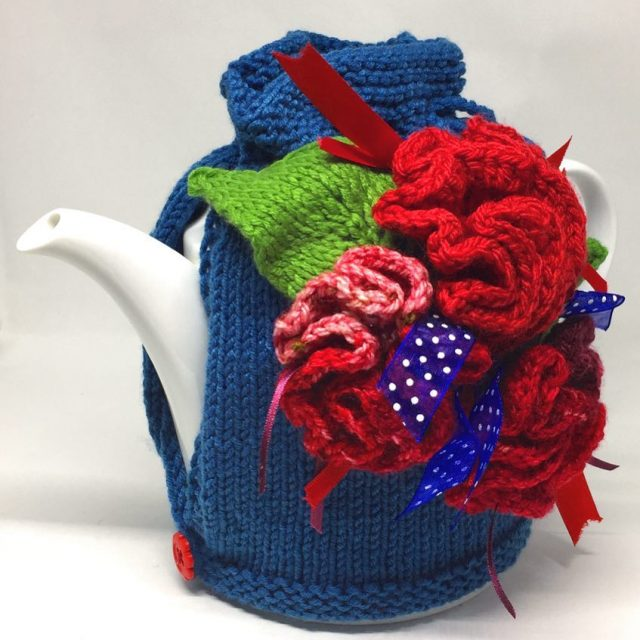 My favorite teapot is finally properly dressed! Thanks juaknits forhellip